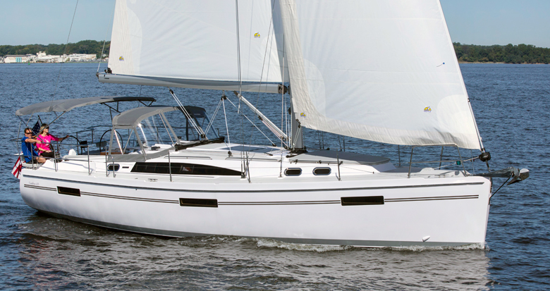 Catalina 425 sailing